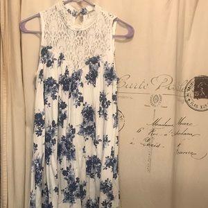 Dresses & Skirts - Floral Lace shift dress